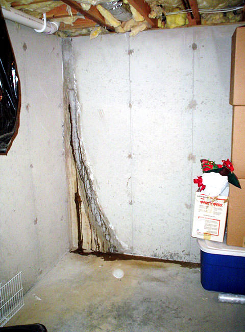... Leaky Crack Repair: Leaking Wall Crack Plugged With Hydraulic Cement ...